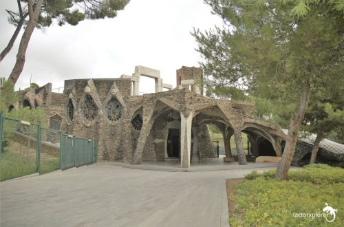 colonia Güell. iglesia diseñada por antoni gaudi