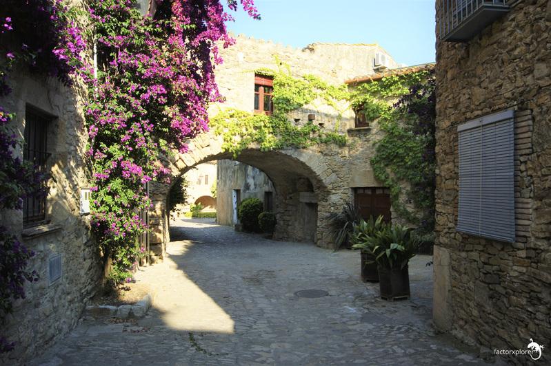 peratallada. 00 pueblo medieval en Girona