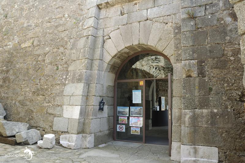 Castillo de la Trinitat. entrada al interior y recepción donde comprar las entradas