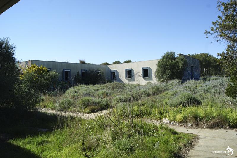 base loran. patio interior en los edificios de los soldados