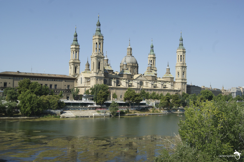 basílica del pilar. 00 El Pilar desde el otro lado del río